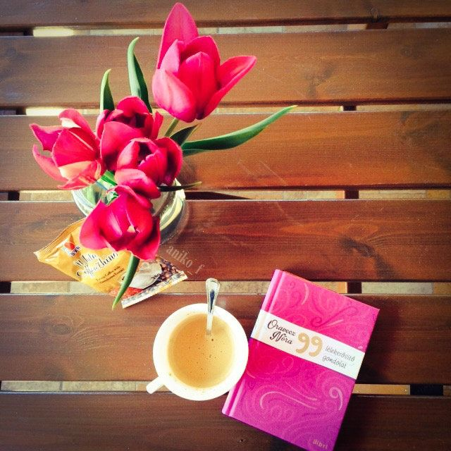 Tulips, a great inspiring book and coffee. Perfect Wednesday!