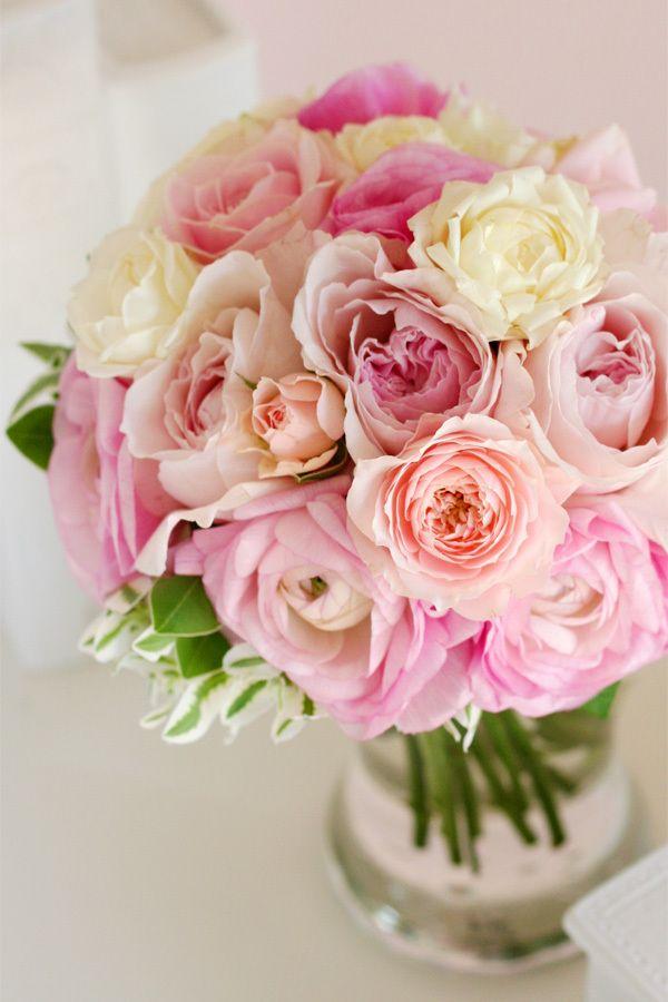 『ピンクのバラとラナンキュラスのクラッチブーケ』