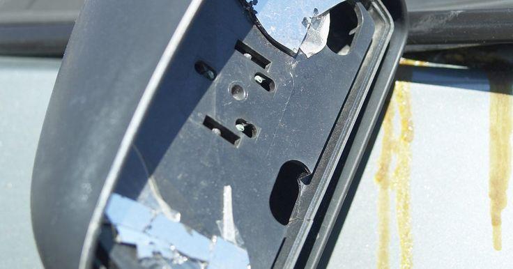 Cómo cortar vidrio de automotor curvo. Cortar vidrio de automotor curvo para reemplazar un parabrisas por ejemplo, puede ser hecho en casa. Sólo necesitarás dos ítems especiales para obtener un terminado profesional en el vidrio; uno es un trozo de vidrio de parabrisas curvo y el otro es un pulverizador para cortar a través del vidrio. Aparte de estas cosas unos pocos materiales y ...
