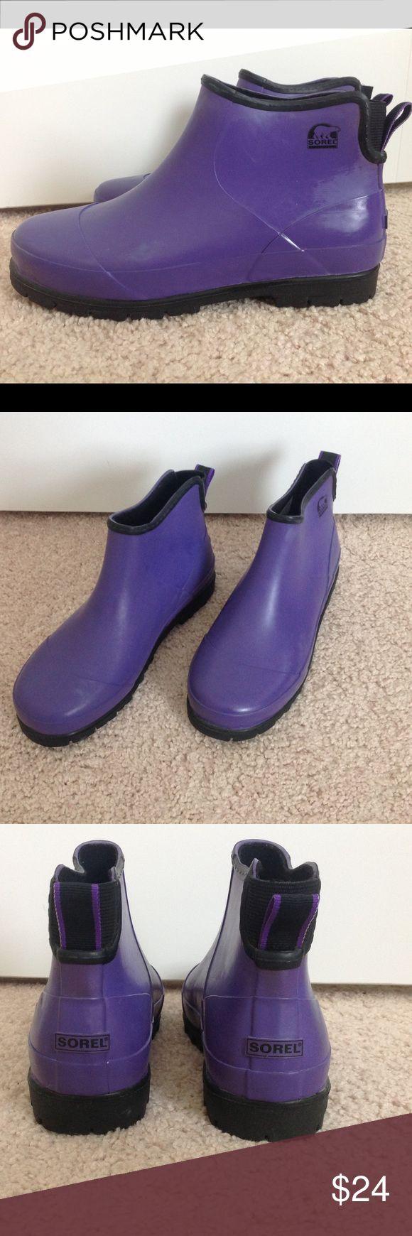 Sorel rain boots. ' Plain flood Chukka ' Pretty waterproof boots. Perfect to slip on in wet grass. Womens size 5. Sorel Shoes Winter & Rain Boots