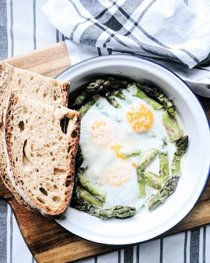 It seems like spring has abandoned us so I have decided to recreate it on my plate.  I love asparagus and this simple dish is just the perfect way to prepare them: baked eggs with asparagus topped with Parmesan cheese.  @waitrose are running a competing giving away 2 x 500 worth of Waitrose/ John Lewis vouchers. How can you enter? Simply share your #springmoments using the hashtag also the winning images will be featured in Waitrose Weekend Magazine. #ad