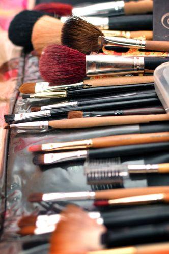 DIY: Θήκη για πινέλα μακιγιάζ