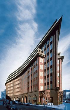 <p>Eines der beeindruckendsten Gebäude von Fritz Höger: Das Chilehaus in Hamburg.         <br />Quelle: Union Investment   <br />www.chilehaus-hamburg.de?utm_content=bufferab333&utm_medium=social&utm_source=pinterest.com&utm_campaign=buffer         <br /></p>