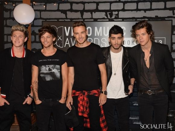 NEW YORK, NY - AUGUST 25: Niall Horan, Louis Tomlinson, Liam Payne, Zayn Malick and Harry Styles of One Direction attend the 2013 MTV Video Music Awards at the Barclays Center on August 25, 2013 in the Brooklyn borough of New York City.
