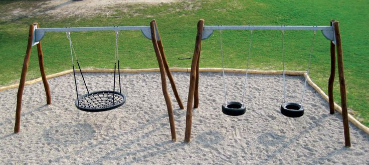 Naturlegepladser fra Elverdal bliver fremstillet efter traditionelle håndværksprincipper og tilpasset til den enkelte legeplads i samarbejde med vores arkitekt.