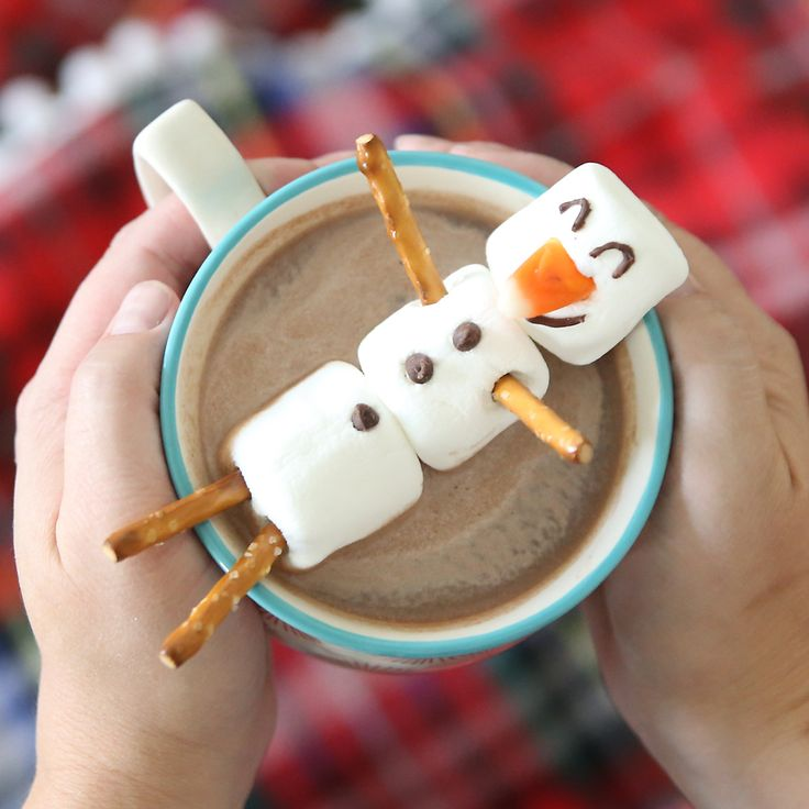 Learn how to make a marshmallow snowman to float in your hot cocoa or hot chocolate. Fun winter activity for kids. Easy Christmas treat. Kid's crafts.
