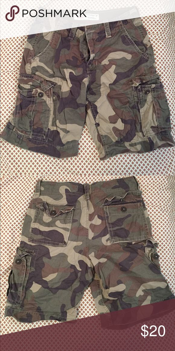 Men's camo shorts Men's camo shorts. American Eagle. Worn less than five times. No stains or tears. Size 30. American Eagle Outfitters Shorts Cargo