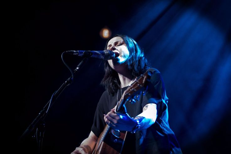 """Tim Darvell on Twitter: """"Finished writing up the chapter tonight on photographing @Amy__Macdonald at Guildford on Monday night for my @bowelcancer charity book https://t.co/p2WZJO61Jx"""""""