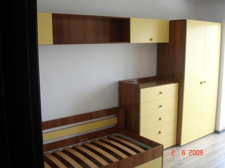 Mobilier Pentru un Dormitor de copii realizat din Pal cu fronturi galbene si interior wenge oak