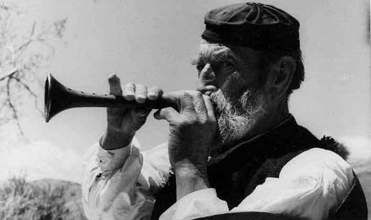 ΑΡΑΧΩΒΑ - 1937 - ΛΑΙΚΟΣ ΟΡΓΑΝΟΠΑΙΚΤΗΣ ΜΕ ΖΟΥΡΝΑ - ΦΩΤΟΓΡΑΦΙΑ ΕΛΛΗ ΣΟΥΓΙΟΥΛΤΖΟΓΛΟΥ ΣΕΡΑ'Ι'ΔΑΡΗ.