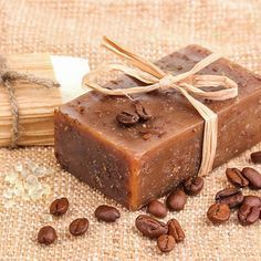 Kaffeeseife zum Selbermachen - wirkt zuverlässig gegen unangenehme Gerüche in der Küche.