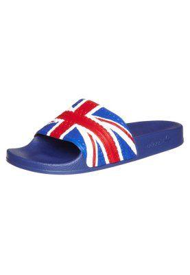 Sucumbiremos a la moda de las chanclas de piscina este verano!! ;D
