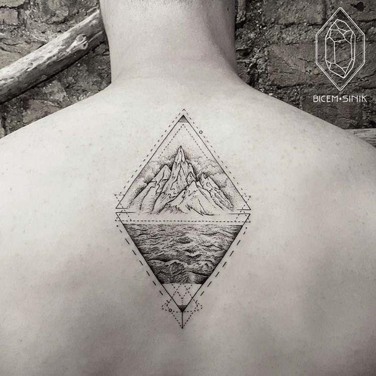 17 meilleures id es propos de geometric mountain tattoo sur pinterest triangles tatouages. Black Bedroom Furniture Sets. Home Design Ideas