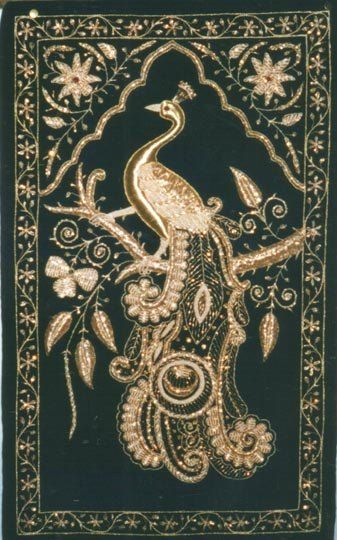 Zardozi – a style of embroidery, popular in Iran, India and Pakistan which had existed since the time of the Rig Veda, but the heyday of this style – the era of Mughal Emperor Akbar and the board …This embroidery began to decorate clothing, weapons, walls, the imperial apartments, bedspread for horses and elephants, etc.Literally translated from Persian as gold embroidery.