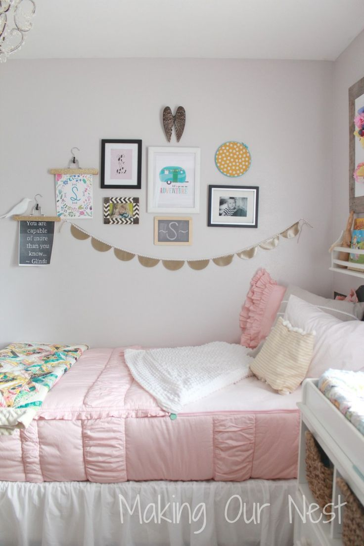 An amazing gallery wall to compliment this shabby chic, vintage pink bedding that zips! #beddysdreamroom