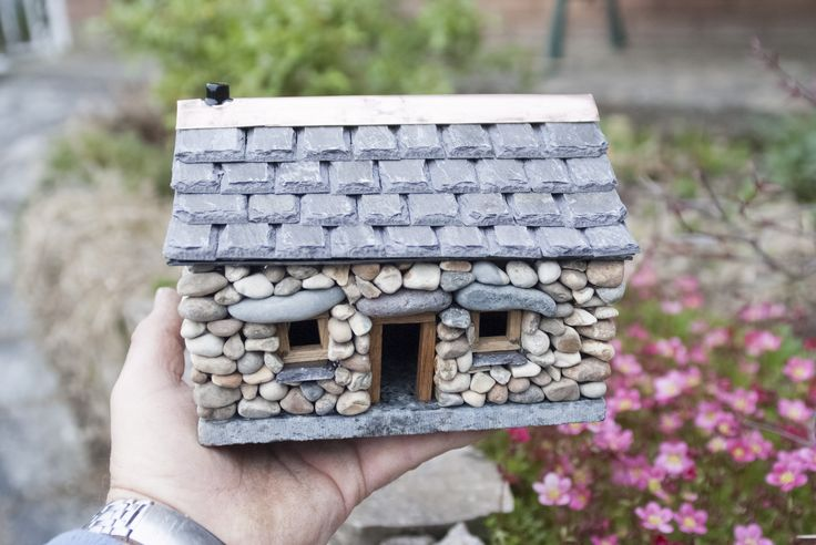 Tiny but beautiful. Whether you have a large or small space, this miniature cottage will make an impact.  It is perfect for the interior and also in the garden surrounded by beautiful flowers. It i...