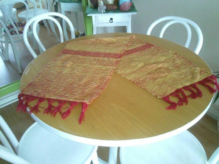 Camino de mesa en algodon y ceda hecho en telar Maria