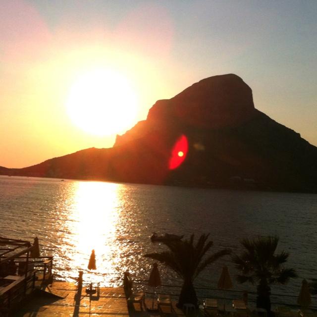 Sonnenuntergang in Masouri auf der Insel Kalymnos. Sunset in Masouri on the Greek island of Kalymnos. Ηλιοβασίλεμα στο Μασούρι στη Κάλυμνο.