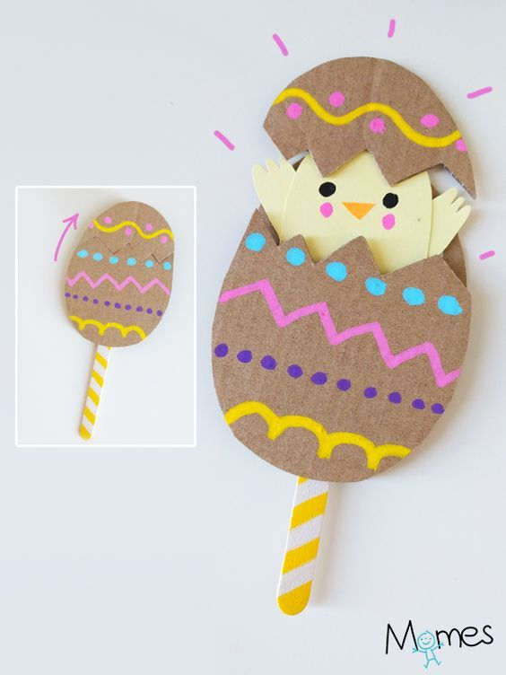 UN petit poussin qui sort de sa coquille par surprise ! Rigolo et assez facile à réaliser par les enfants, avec des matériaux simples, un bricolage parfait pour Pâques !