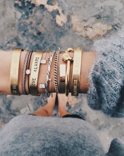 Conjunto de pulseiras douradas