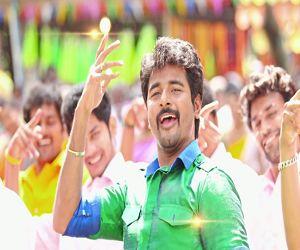 Jigiru Jigiru | Rajini Murugan [2015] - http://www.tamilsonglyrics.org/jigiru-jigiru-song-lyrics-rajini-murugan/ - Jigiru Jigiru Rajini Murugan song lyrics. Composed by D Imman, Jigiru Jigiru written by Yugabharathi and sung by Diwakar and Kalpana Raghavendar. Song details: Song Details of Jigiru Jigiru from Rajini Murugan tamil movieJigiru Jigiru lyrics in TamilJigiru Jigiru video song:Jigiru Jigiru lyrics... - #2015, #D.Imman, #Diwakar, #KalpanaRaghavendar, #RajiniMurugan -