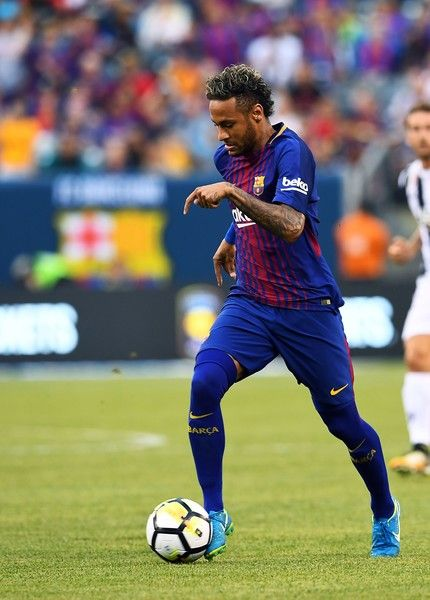 Barcelona's Brazilian forward Neymar runs with the ball during the International Champions Cup (ICC) match between Juventus FC and FC Barcelona, at the MetLife Stadium in East Rutherford, New Jersey, on July 22, 2017. .FC Barcelona defeated Juventus 2-1.  / AFP PHOTO / Jewel SAMAD
