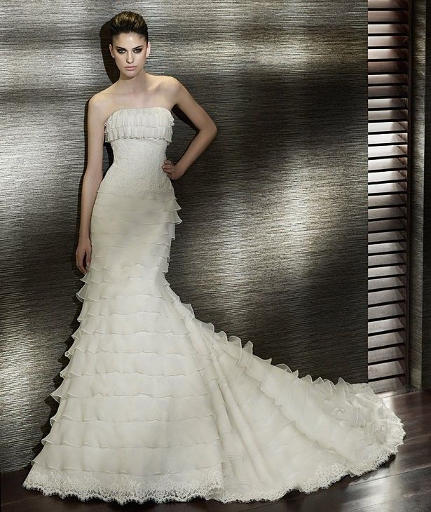 Inexpensive Strapless Sexy White Sleeveless Backless A Line Tiered Wedding Dresses Under 250