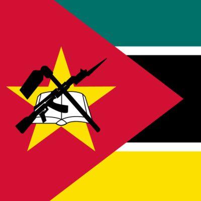 Jaki karabin widoczny jest na fladze Mozambiku? Kałasznikow! Karabin i gwiazda to pozostałości marksistowskiej ideologii partii FRELIMO, która przejęła władzę w roku 1983. W 2005 r. padła propozycja, by te symbole usunąć, gdyż szkodzą wizerunkowi kraju. Do dziś trwają o to burzliwe spory.