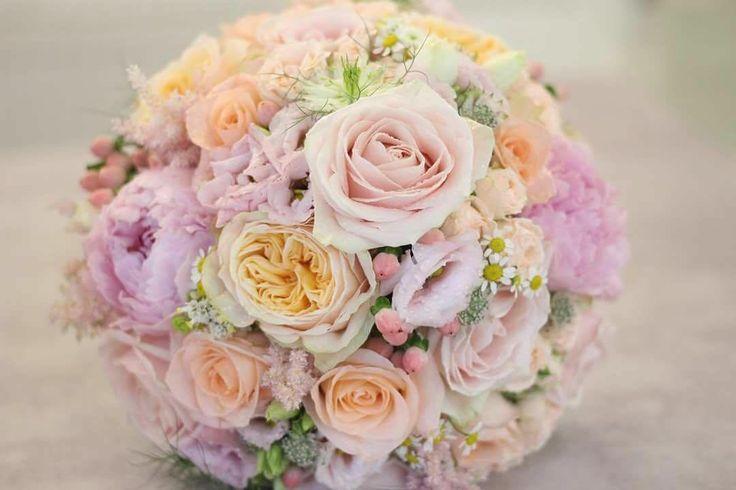 Jedna jemná svadobná na pondelok #kvetysilvia #kvetinarstvo #kvety #svadba #love #instagood #cute #follow #photooftheday #beautiful #tagsforlikes #happy #like4like #nature #style #nofilter #pretty #flowers #design #awesome #wedding #home #handmade #flower #summer #bride #weddingday #floral #naturelovers #picoftheday