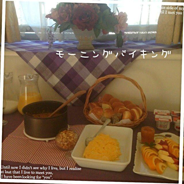 お泊まり会の朝 モーニングバイキング式にしました。 盛り上がるかなと思って⤴ もりあがっよ。  メニュー オートミール入ポトフ風スープ ふわふわオムレツ フルーツ盛り合わせ 差し入れパン四種 差し入れオレンジジュース ミルク 差し入れヨーグルト - 52件のもぐもぐ - モーニングバイキング 息子のお泊まり会の朝食 オートミール入ポトフ風朝のスープ by stabsweets