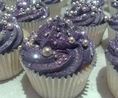 Edible pearls and glitter on cupcakes -- all of my favorite things in one place! (now only if the frosting was pink...)