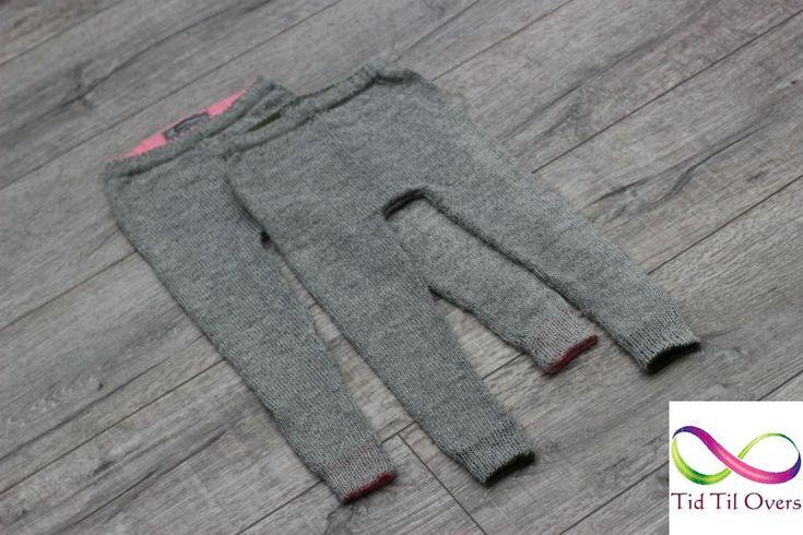 Strømpebuker strikket på bestilling til nyfødte tvillinger. Strikket på strikkemaskin Silver Reed SK280 i garnet Tynn Alpakka etter mønster fra Sandnes Garn.