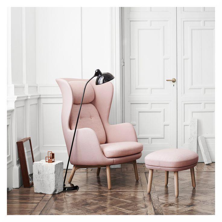 Unser Produkt der Woche ist dieses mal ein gemütlicher Loungestuhl des dänischen Designlabels Fritz Hansen. Wir lieben die weichen, abgerundeten Formen von diesem Prachtexemplar! Möchtest du dir gern alle pastelligen Farbausführungen genauer angucken? Dann schau doch mal bei uns hier herein: https://www.flinders.de/fritz-hansen-ro-jh1-chair-loungestuhl-designers-selection