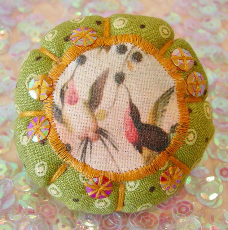 "Broche ""oiseaux de printemps"" A7 via LUNE ROUSSE. Click on the image to see more!"
