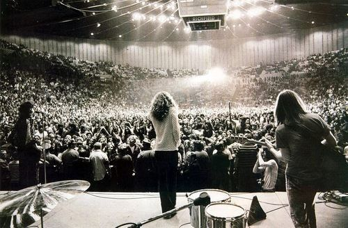 Led Zeppelin on stage (O, how I woulda loved to be there for that!)