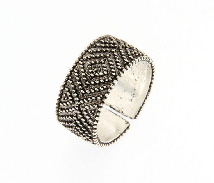 Anello in argento a fascia brunito, lavorazione Pibiones