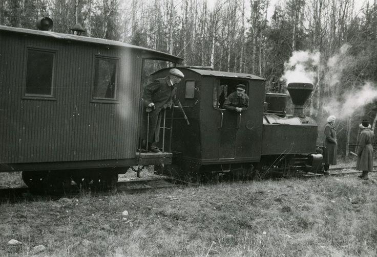 Harvialan kapearaiteinen juna vuonna 1951. Rosenlew Oy #junat #veturit #train #locomotive #höyryveturit
