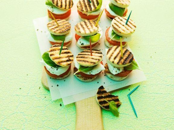 Tomaten-Mozzarella-Sandwiches ist ein Rezept mit frischen Zutaten aus der Kategorie Fruchtgemüse. Probieren Sie dieses und weitere Rezepte von EAT SMARTER!