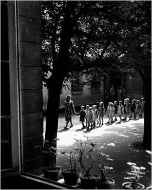 """Willy Ronis / """"École maternelle, Ménilmontant"""", 1948"""