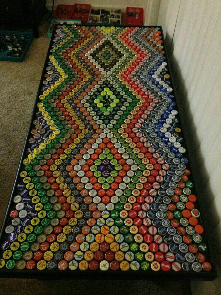 Mesa de tampinhas de garrafa
