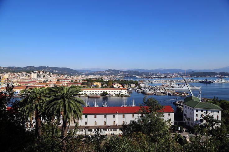 La Spezia i jej port widziane z góry. http://www.born2travel.pl/wlochy-reggio-emilia-i-la-spezia-mini-eurotrip-2014-04/ #podróże #travel #włochy #laspezia #liguria