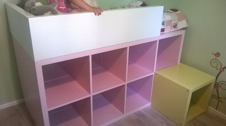 Un lit enfant biblioth que diy cubes roses and 39 salem 39 s lot - Bibliotheque enfant ikea ...