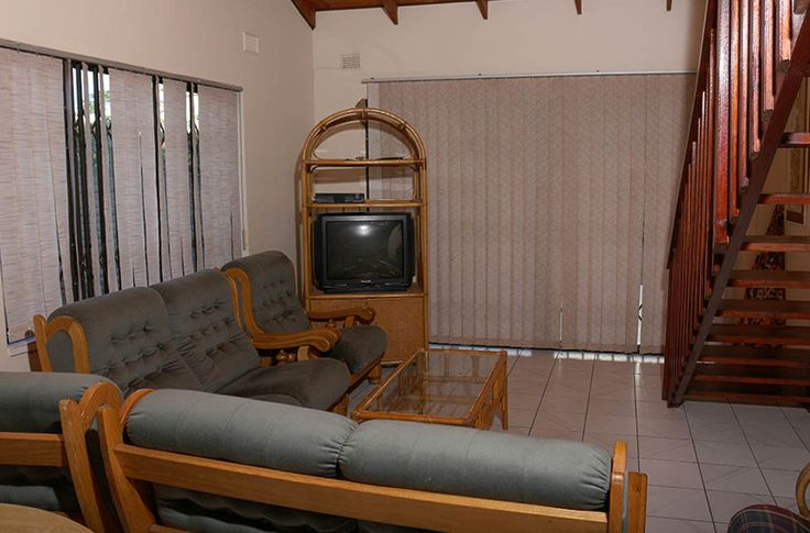 Beira Mar 8 in st. Michaels on Sea, Margate, sleeps up to 8, offers lovely, quality accommodation for a family holiday on the South Coast of KwaZulu-Natal. The house is in close proximity to numerous swimming beaches, tidal pools and all amenities in the area. #margate #kznsouthcoast #selfcatering #accommodation