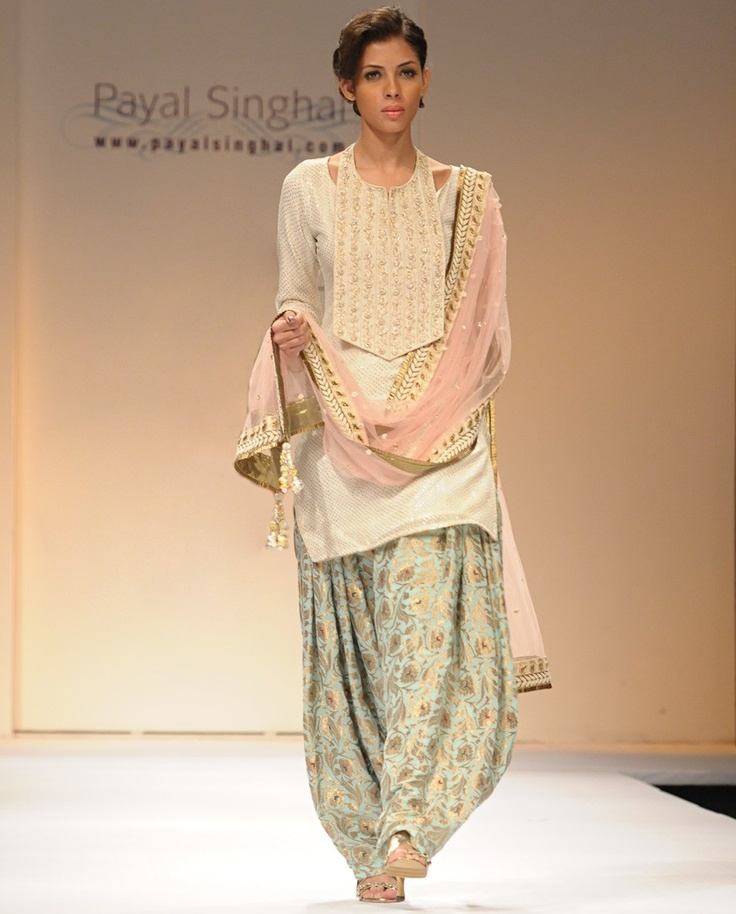 pyal singhal Love everything except for the bib looking piece of fabric :P