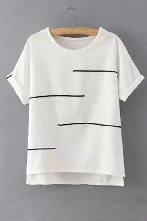 Gebruik het patroon van de loose fit 'not another V-shirt'. Gebruik een niet elastisch stofje in voile of crepe. Neem de ronde halslijn en laat de deellijnen weg. Naai geen halsboord in boordstof maar werk de halsrand af met een beleg zodat de opening voor je hoofd wat groter is en je het t-shirt over je hoofd kan trekken.