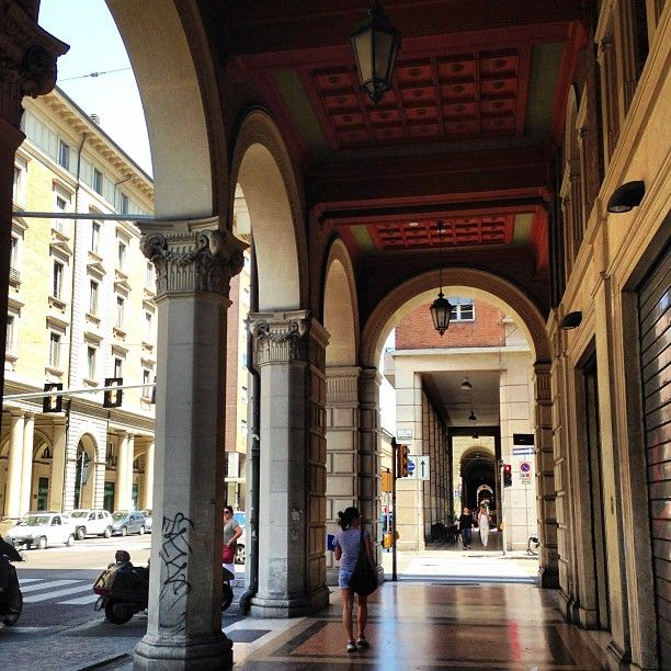 """In love with the Porticos in Bologna - """"Bolonha - Cidade Base para Viajar pela Itália"""" by @aprendizviajante"""