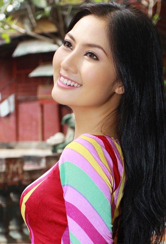 vietnamese-actress-nude-sepia-hot-licking-pussy-photos