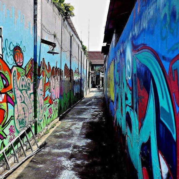 Street art in Jogja! #yogyakarta #streetart #internship #northsouthucll #inegoestoindonesia #Indonesia #asia #travel by inejournee