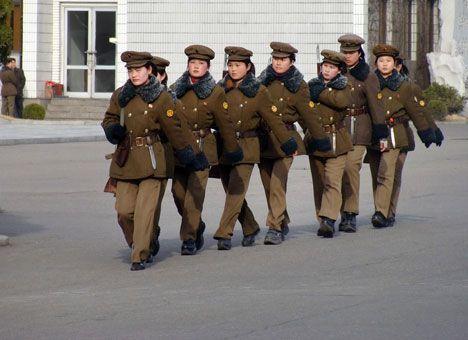 Молодой вождь КНДР разрешил женщинам носить джинсы и каблуки