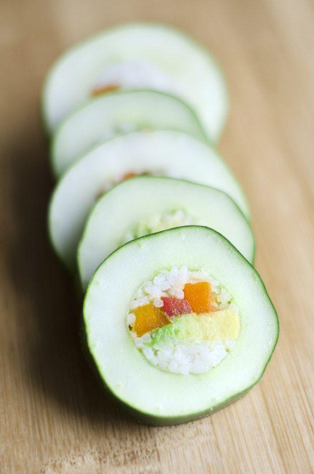 Este sushi de pepino que se convertirá en el snack perfecto para el trabajo. | 19 Deliciosas recetas con pepino que te harán agua la boca